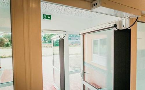 Elektrische Tür mit Sicherheitsvorrichtung – Kindertagesstätte Lastrup
