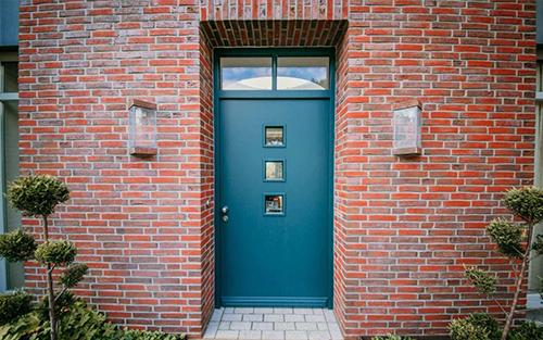 Individuelle Holztür – Wohnhaus