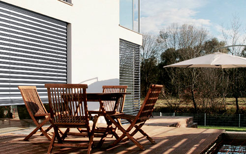 Fenster und Sonnenschutz-System – Wohnhaus